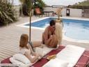 Скриншот для Две красивые девушки трахаются с парнем у бассейна