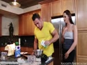 Скриншот для Парень раскрутил жопастую подругу трахнуться на кухне
